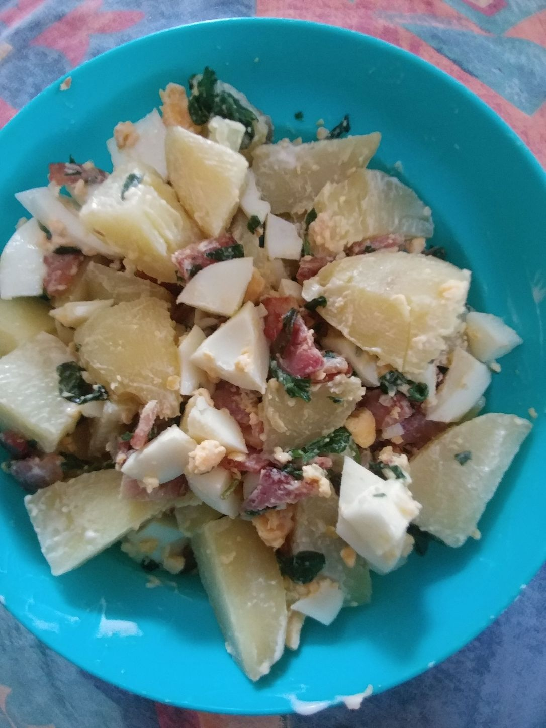 potato salad with bacon and baby spinach