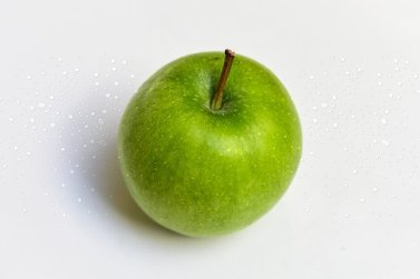 apple-with-drops-of-water-3697734__340