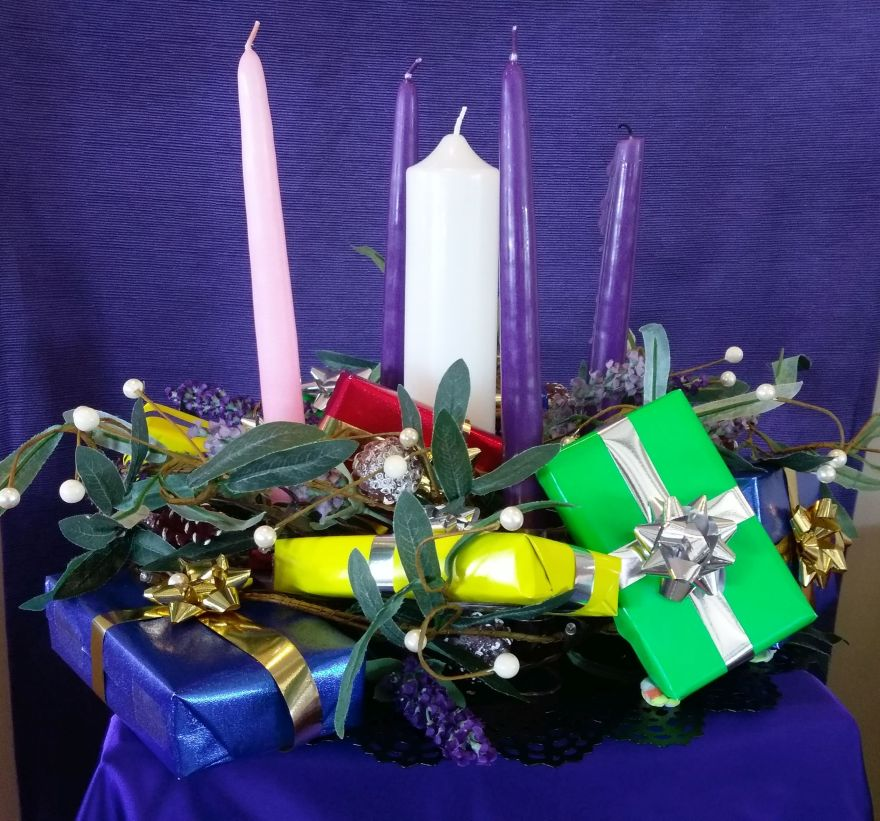 "Advent candles with gum leaves & white ""pearls"" & gifts"