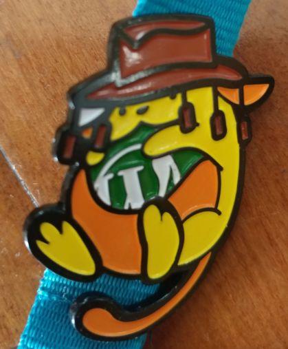 Wapuu wearing a busman's hat pin
